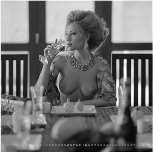 Topless woman in a cafe