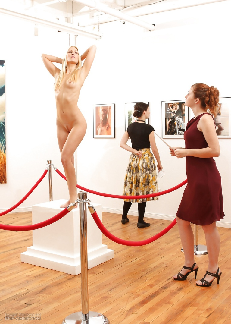 Naked woman posing in a gallery